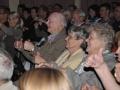 Das Publikum beteiligte...