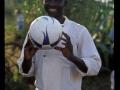 Der Ball ist...